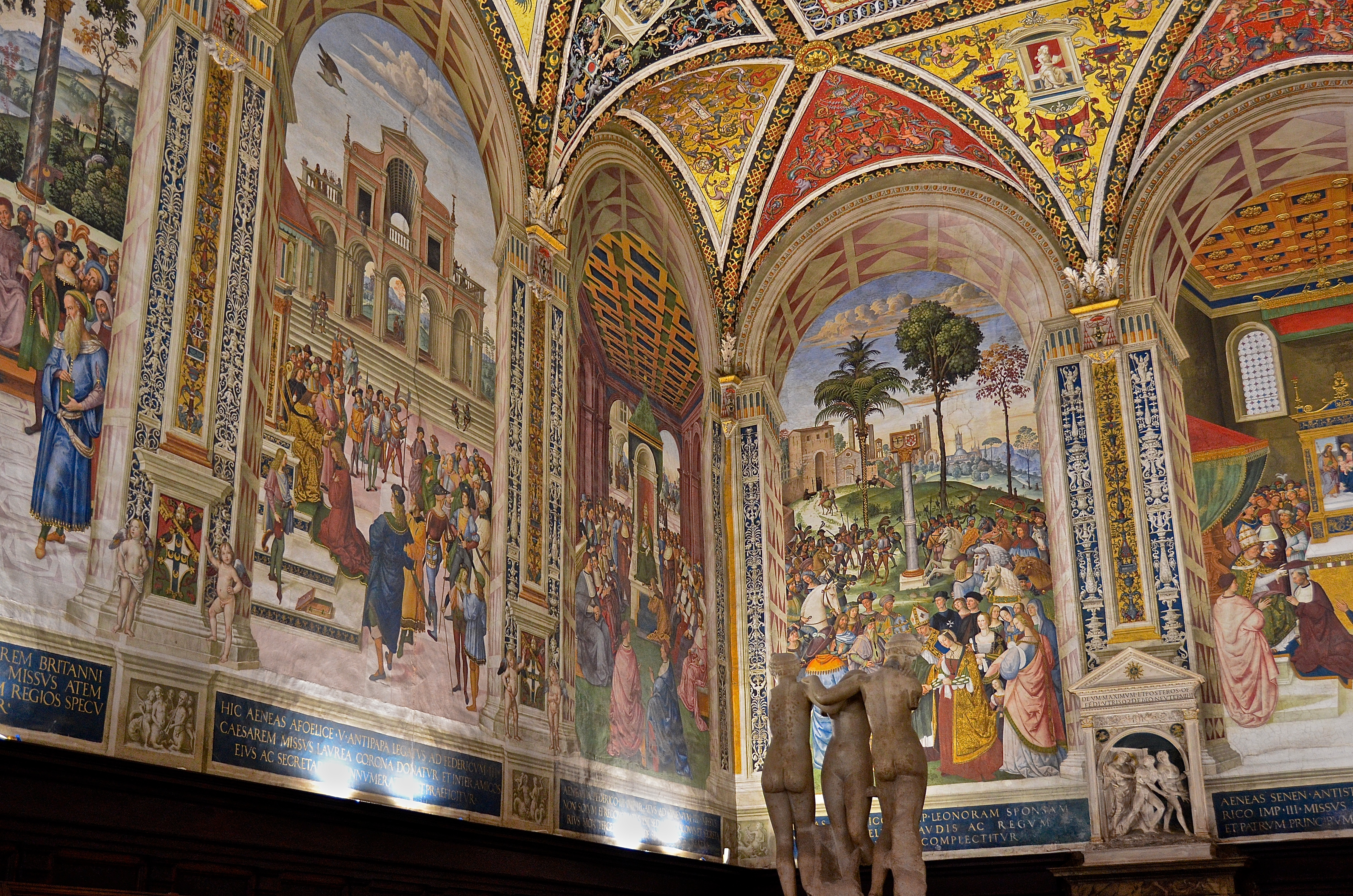 why do pictures of the virgin mary abound in siena